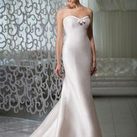 Ameli: изящное силуэтное платье из сатина. Чистота линий и лаконичный дизайн подчеркнут  Вашу естественную красоту и выдержанный образ. Ткани: сатин-микадо Цвет платья: белый, небесный, жемчужный, кремовый Идея: это платье шикарно сочетается и с роско