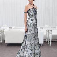 Paradis: платье соответствует одному из последних веяний свадебной моды – использованию черных элементов в декоре. Тонкий узор кружева, расшитого черным и золотым стеклярусом подчеркнет торжественность платья.  Цвет платья: белый, молочный, кремовый Тка