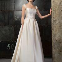 Delfia Лаконичное  и торжественное, это классическое по форме, и современное, по сути, платье станет идеальным выражением стиля и характера невесты.