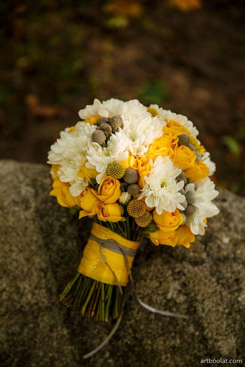 Букет невесты из хризантем летний