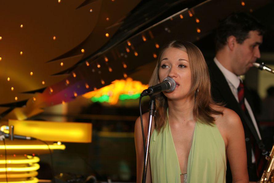 """Вокал, саксофон, клавишные - Казино """"ИБИЦА"""" - фото 3238635 Flores Band (pop, soul, jazz) - музыканты"""