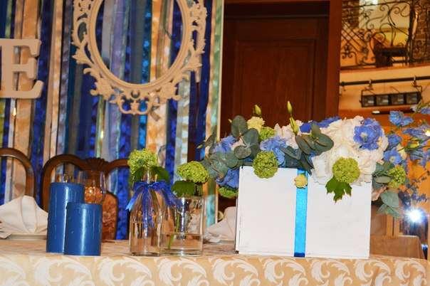 Бутылочки с вибурнумом на столе молодоженов ) - фото 2536521 Барбарис studio - студия флористики, декора