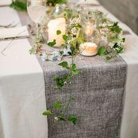 плющ и свечи в оформлении столов