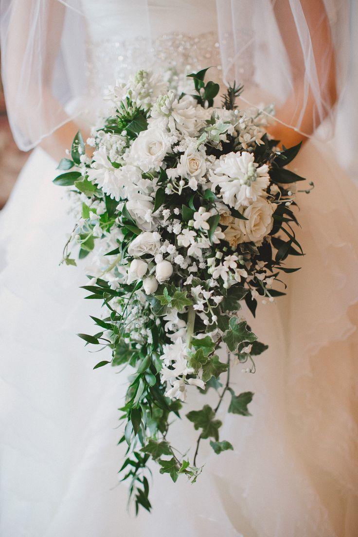 Букет невесты в виде капли, цветов сарове часа