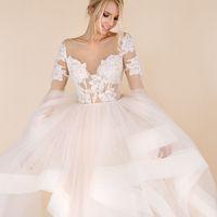 свадебное платье с эффектом нюд и рукавами