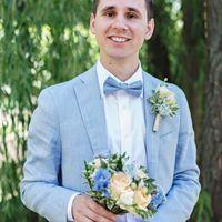 портрет жениха в голубом костюме
