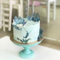 """Торт с карамельным декором """"Северные цветы""""  стоимость 1900 Р/кг - закажите торт за 1 месяц или ранее и получите каждый 3-ий кг в подарок"""