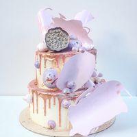 торт с декором Карамельные волны  стоимость 1900 Р/кг - закажите торт за 1 месяц или ранее и получите каждый 3-ий кг в подарок