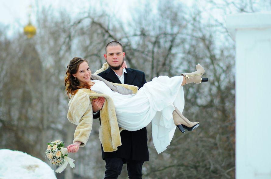 жених носит на руках - фото 4101577 Фотограф Красова Юлия