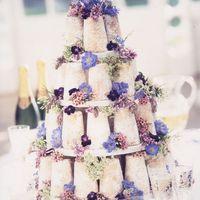 Тортик в натуральном стиле для свадьбы в фиолетовых тонах