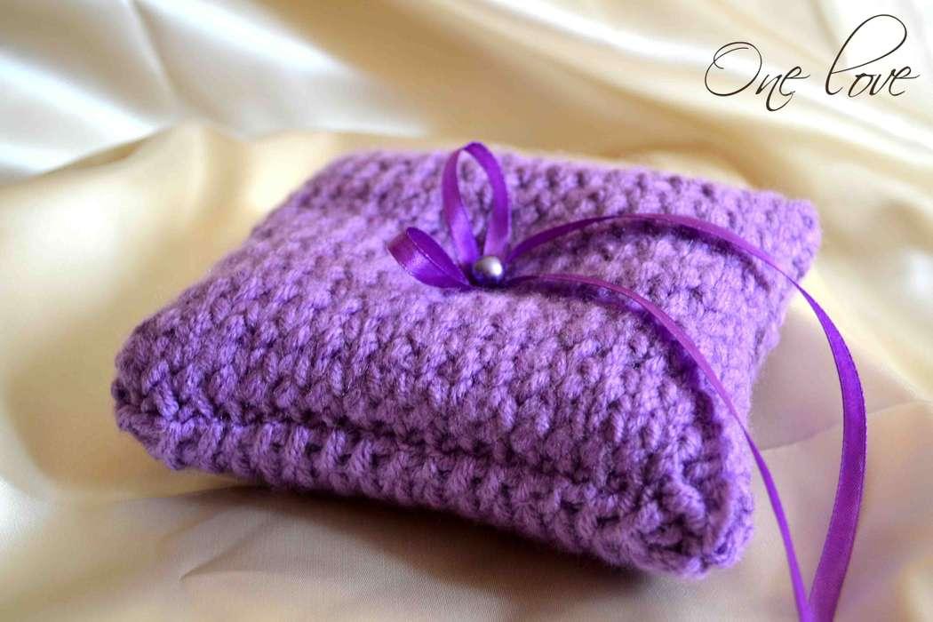 Сиреневая вязанная подушечка для колец - фото 2071092 Свадебное агентство One Love