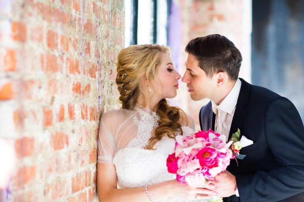 фото для брачного агентства успешно вытеснили рынка