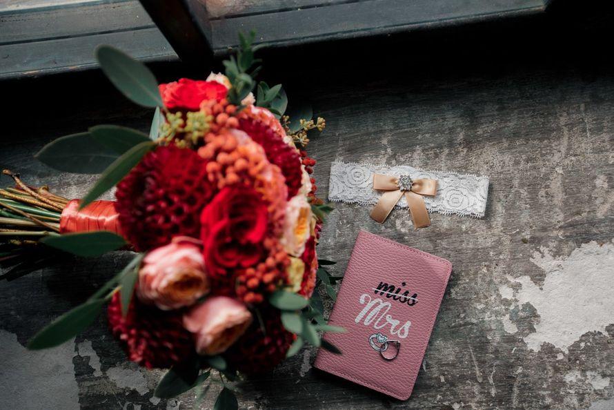 Букет марсала, персиковый, свадебные кольца - фото 16236896 Just Mood - свадебное агентство