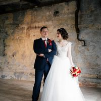 Фотосессия в лофте на свадьбу, бордо, марсала, свадебный букет