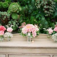 Красивые свадебные композиции из живых цветов.