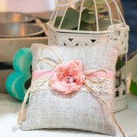 Льняная подушечка для колец с цветком