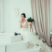 портрет невесты в интерьере