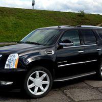 - Cadillac Escalade - класс luxury - воплощение изысканной роскоши и благородной мощи, комфорт и уверенность на любой дороге, 7 МЕСТ 1300 рублей в час;