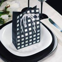Подарок гостям! Прекрасный способ выразить благодарность гостям, за то что они разделили один из самых важных  моментов в вашей жизни. Внутри тематической упаковки находиться мыло ручной работы. Упаковка может быть подобрана в стилистике свадьбы.