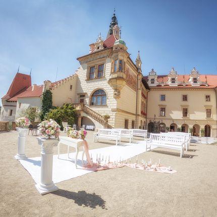 Организация церемонии в замке Пругонице