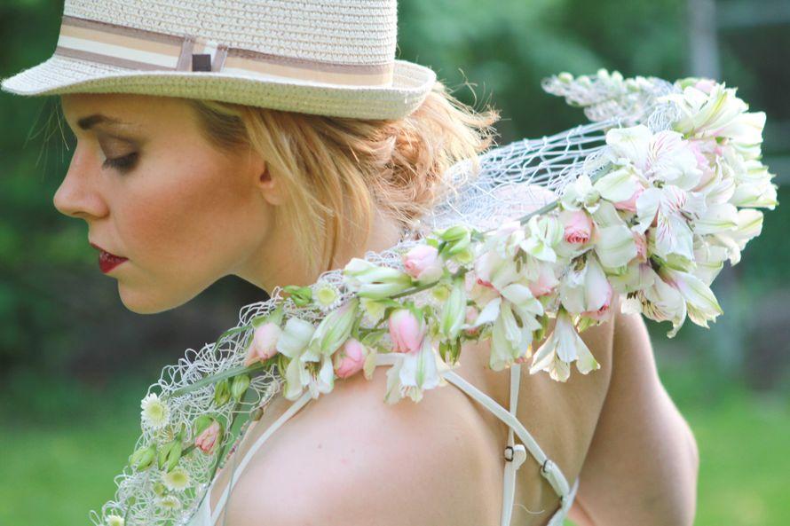 Образ невесты в стиле бохо. Оригинальный букет-веер из стойких цветов, сохранит свежесть в течение всего дня - фото 2666693 Green Umbrella - флористика и декор
