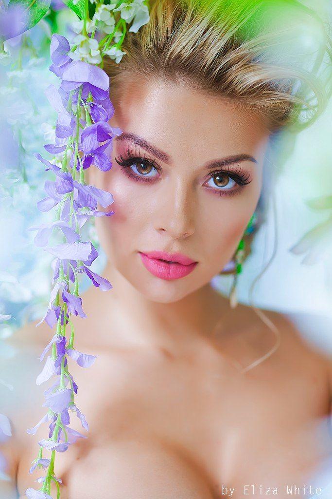 сочный, яркий, свадебный, низкий пучок, косы, сексуальный, чувственный, принцесса - фото 4635307 Стилист-визажист Катрина Петренко