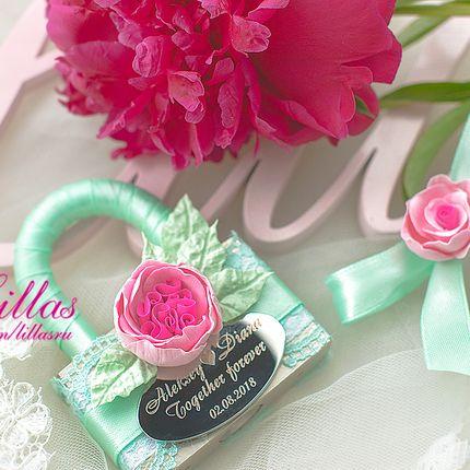 Замочек с цветами и именами молодоженов