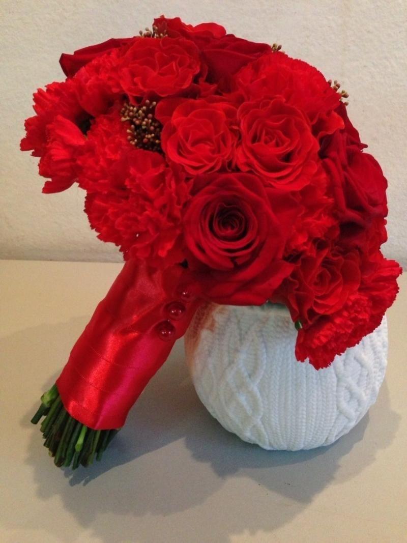 Гофрированной, красный букет невесты из гвоздик купить