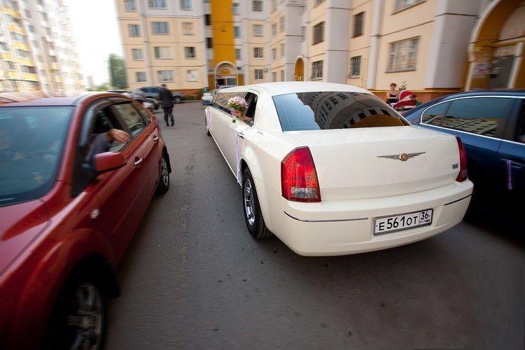 Крайслер 300С ivory colors - фото 2349622 Лимузин Сервис - автомобили на свадьбу