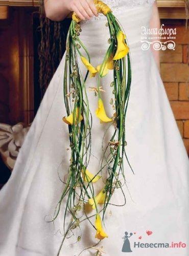 Нестандартный свадебный букет ассиметричной формы из калл и хелеборуса. - фото 343 moonwoman