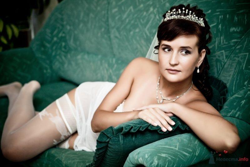 Утонченный лик будущей молодой жены превосходно подчеркивает прическа - фото 48845 Valery