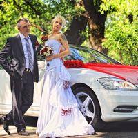 Прокат авто на свадьбу У нас большой автопарк: Мерседесы различных моделей, Тойоты, Кадиллак, Крайслер, БМВ, лимузины. Стоимость аренда зависит от модели автомобиля, тарифа и срока. Мы всегда учитываем пожелания наших клиентов и приложим максимум усилий д