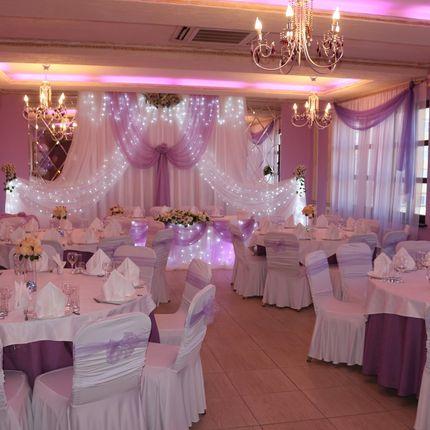 Оформление банкетного зала в фиолетовом цвете