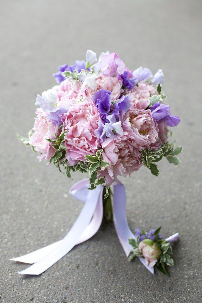 Сиреневый букет невесты с пионами, волгоградской области красной