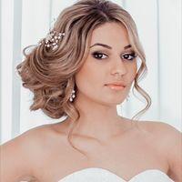 Свадебный макияж с акцентом на глаза, собранная объемная прическа - воздушный изысканный стиль невесты