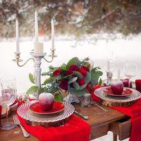 Декор для зимней свадебной фотозоны в серебряно красной гамме