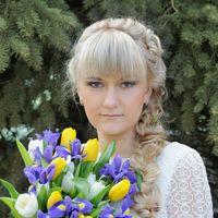 Невеста с желто-сиреневым букетом невесты из ирисов и тюльпанов