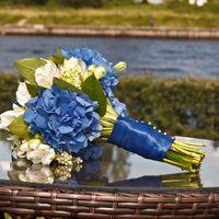 Букет невесты из гортензий и альстромерий в бело-голубом цвете