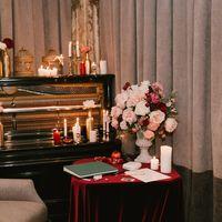 Стол с книгой пожеланий, свадьба цвета марсала и золото