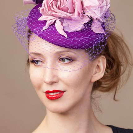 Фиолетовая шляпка вуалетка
