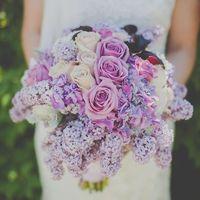 Сиреневый букет невесты из роз, гортензий и сирени