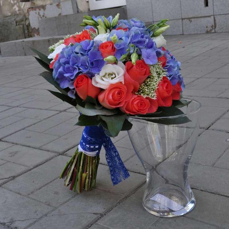 """яркий букет из роз, эустомы и гортензии - фото 3087139 """"Маэстро"""" - свадебное оформление"""