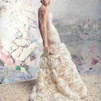 """1646 «Больсена» коллекция Papilio 2016  """"Swan Princess""""  Гламурное подиумное платье достойно комплимента. Перламутровая шелковая тафта Руффо Колли, туго обернутая вокруг стана, и матовый шифон преображенный в диковинные цветы, создали стильный и незабывае"""