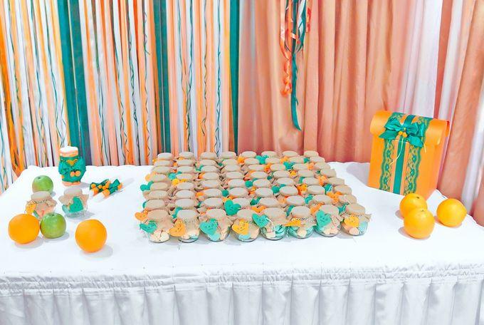 Стол с подарками для гостей (Апельсиновый декор)