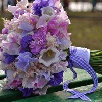 Букет невесты из эустом, латируса и астильбы в сиренево-розовой гамме
