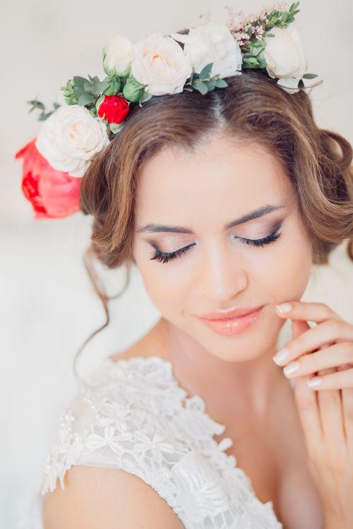 Нежный макияж и прическа