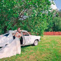 Марина и ретро автомобиль