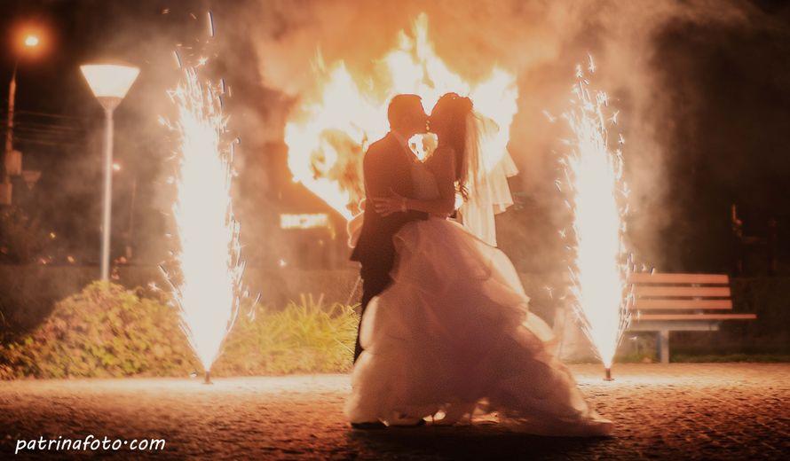 Фаер-шоу на свадьбе оставляет незабываемые ощущения.  - фото 2642077 Свадебный фотограф Евгения Патрина