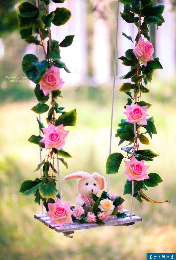 Цветы на качелях