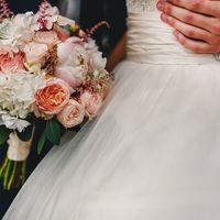 Зефирный букет невесты с пионами и пионовидными розами